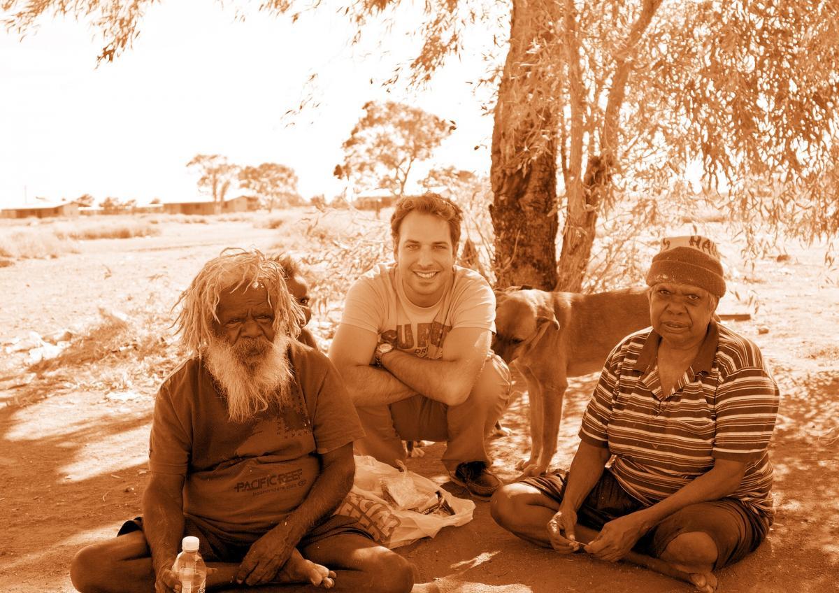 Photo de Nicolas ANDRIN, Charlie TJAPANGATI (peintre aborigène) et sa femme